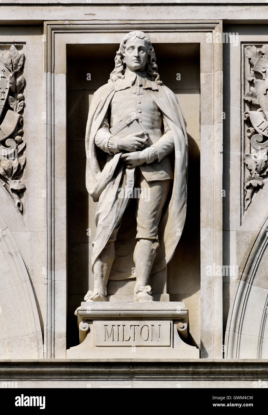 London, England, UK. City of London School, Victoria Embankment. Statue on facade: Jon Milton (poet) - Stock Image