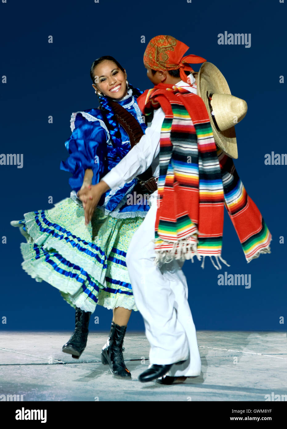 Young dancer couple in traditional dress in Mexico - Stock Image