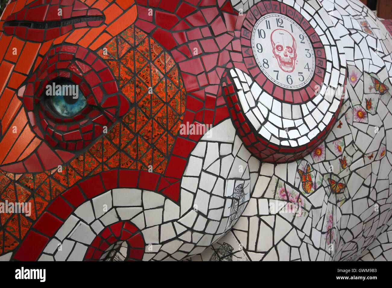 mosaic elephant sculpture by artist, Milan, 80 special designed elephants sold at a Christie's auction, 'Elephant - Stock Image