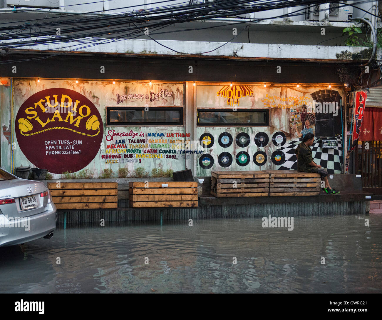 Studio Lam ya dong (white spirits) bar in Bangkok, Thailand - Stock Image