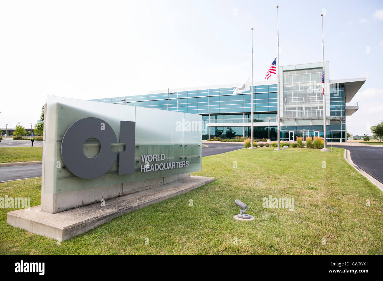 A logo sign outside of the headquarters of Owens-Illinois, Inc., in Perrysburg, Ohio on July 16, 2016. - Stock Image