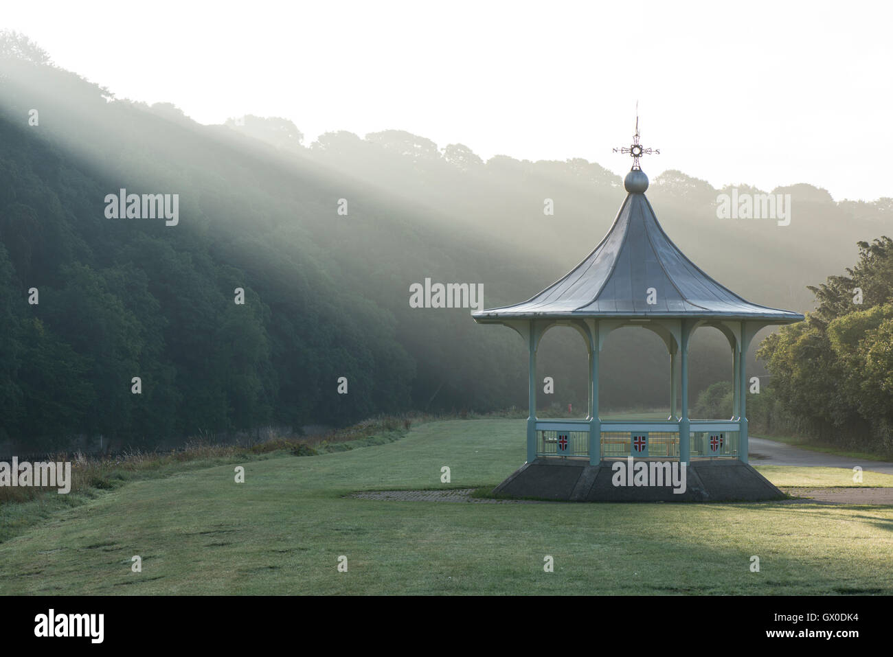 Morning mists at the bandstand on the Racecourse sports ground riverside park, Durham City, England, UK - Stock Image