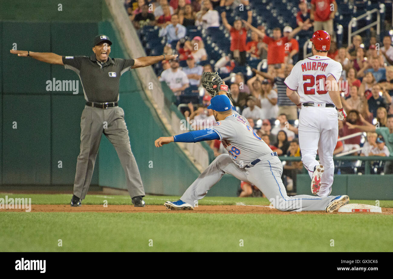 Washington Nationals second baseman Daniel Murphy (20) is called safe by first base umpire CB Buckner (54) in the - Stock Image