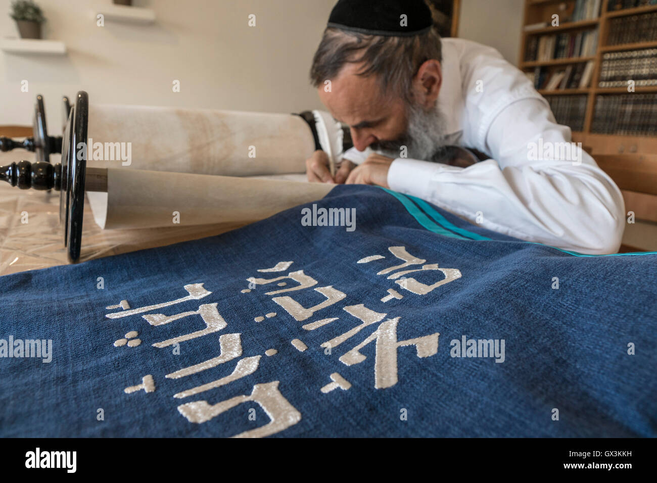 Neria, Israel. 15th September, 2016. A scrivener finishes to write the Torah scroll (Bible), containing the Pentatuch, - Stock Image