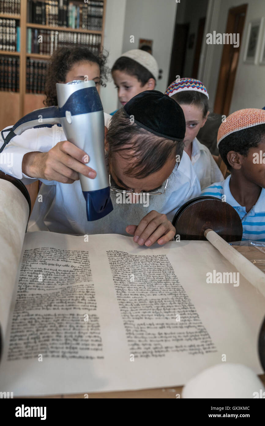 Neria, Israel. 15th September, 2016. A scrivener uses hair drier to stabilize the ink on a Torah scroll (Bible), Stock Photo