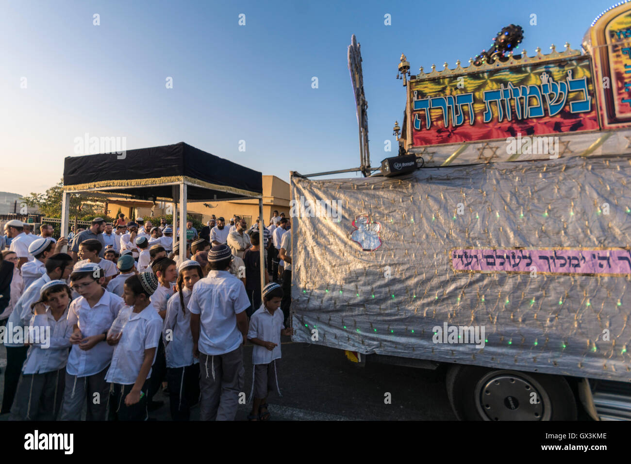 Neria, Israel. 15th September, 2016. inauguration of a Torah scroll (Bible), containing the Pentatuch, Judaism holliest Stock Photo