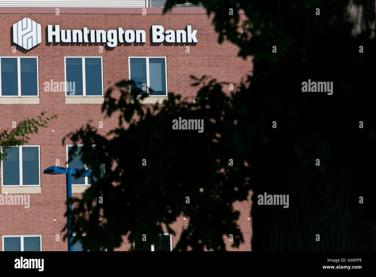 A logo sign outside of the headquarters of Huntington Bancshares, Inc., in Columbus, Ohio on July 23, 2016. - Stock Image
