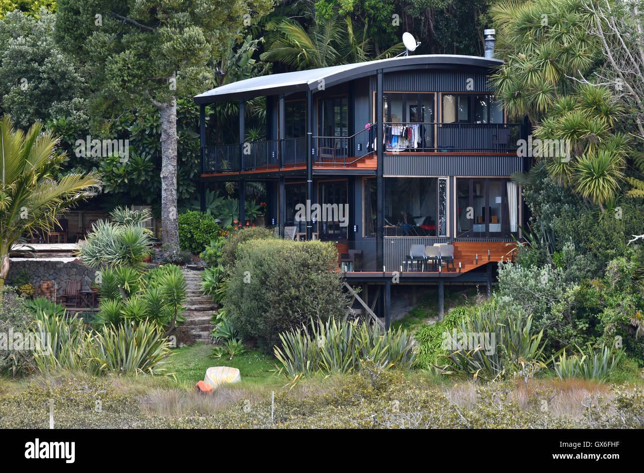 Modern house in native NZ bush Stock Photo