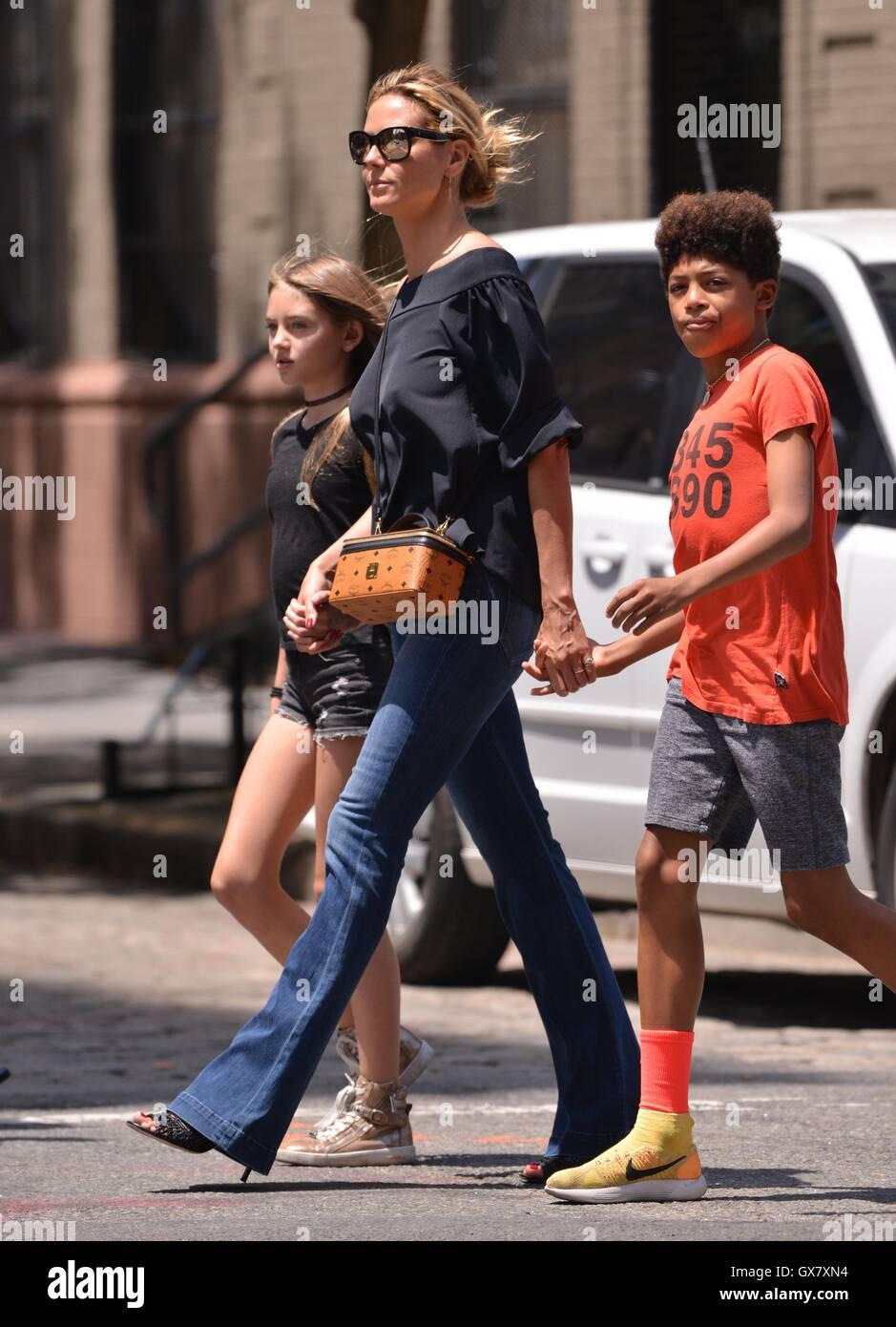 Heidi Klum And Her Family Walking Around The Tribeca