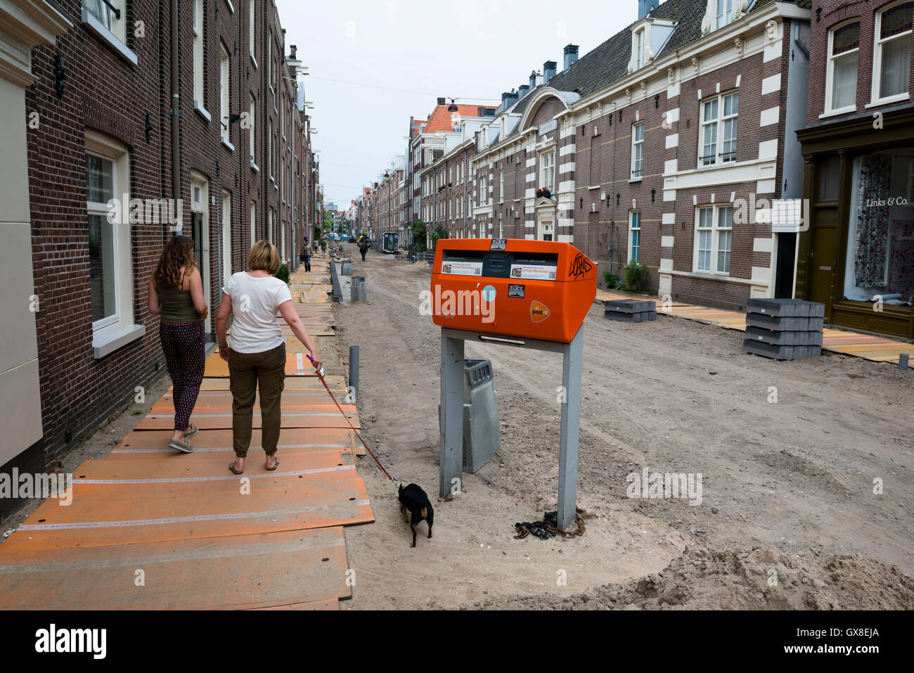 Repaving and constructing of the Willemstraat in the Jordaan neighbourhood. Part of a long term urban renewal programm. - Stock Image