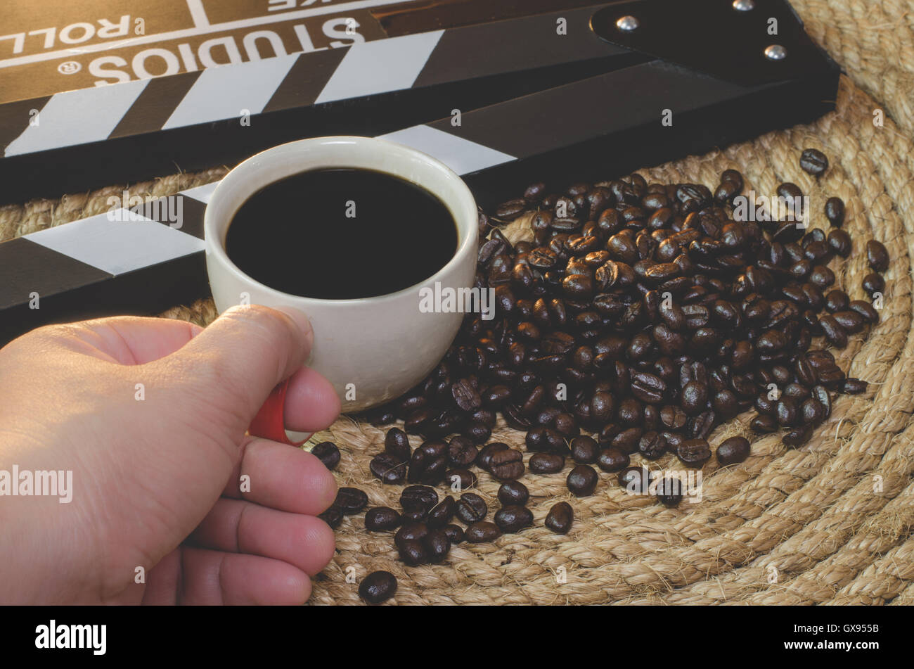 Sla Stock Photos Images Alamy Luwak White Koffie Original 20 Pcs Hand Catch Cup Of Hot Coffee With Beans Slate On A Jute Rope