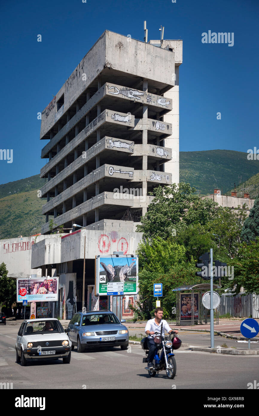 In the centre of Mostar, a building closed down following the war of Bosnia and Herzegovina has become a hotspot - Stock Image