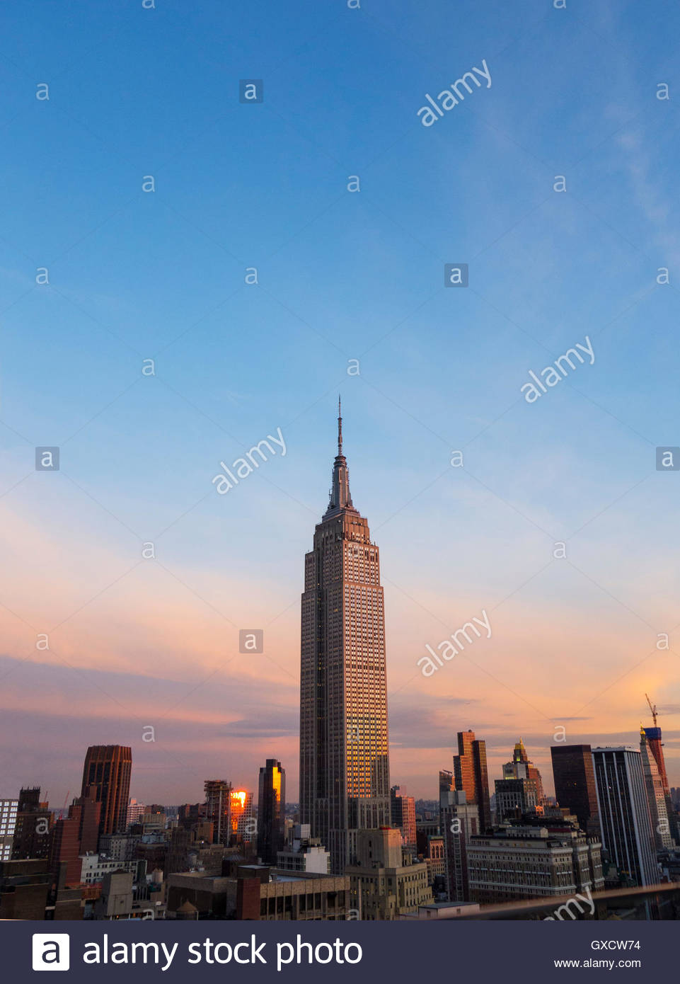 Empire state building on skyline at sunset, New York, USA Stock Photo