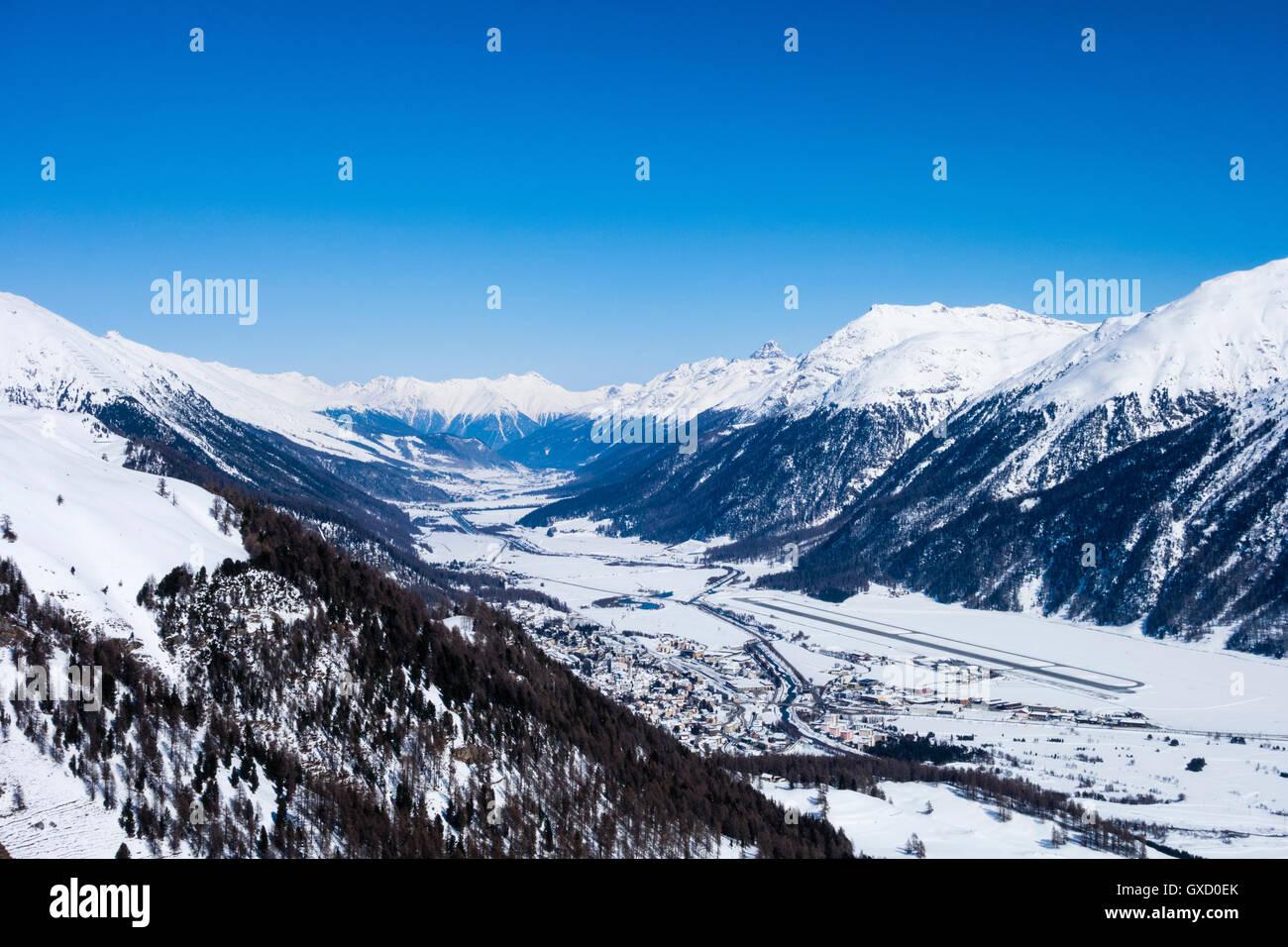 Snow covered mountain valley, Engadin, Switzerland - Stock Image