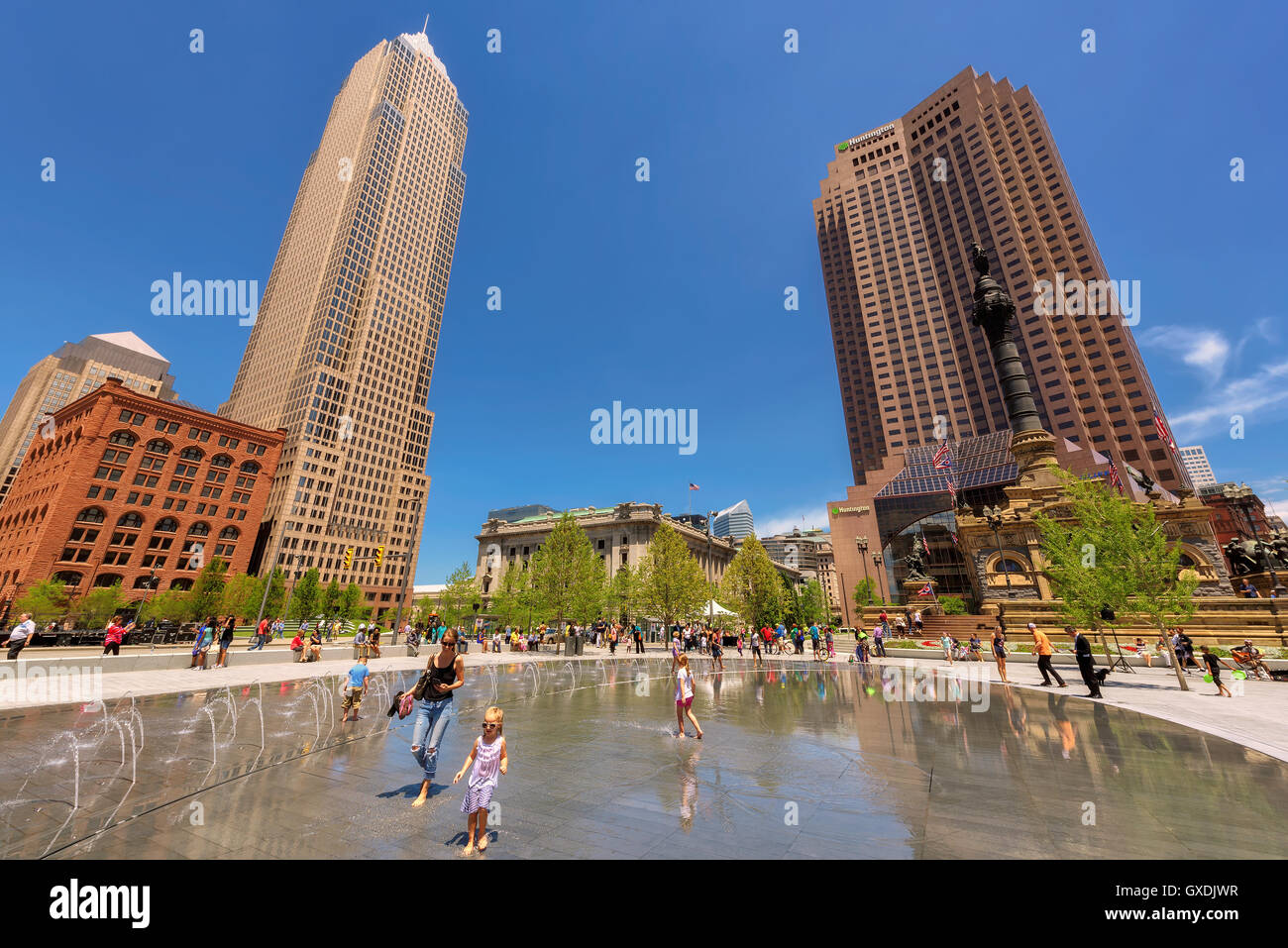 People relax near fountain in the Cleveland center Public Square, Cleveland, OH - Stock Image