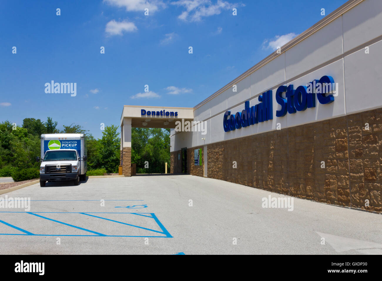 Indianapolis - Circa June 2016: A Goodwill Store. In 2015, Goodwill helped more than 26.4 million people train for - Stock Image