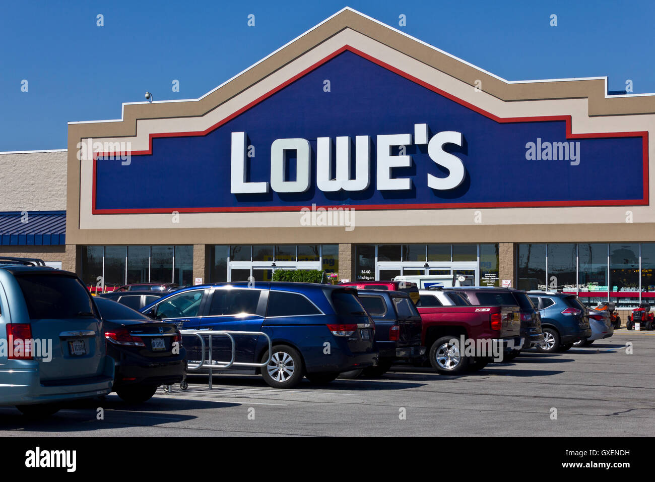 Indianapolis - Circa April 2016: Lowe's Home Improvement Warehouse. Lowe's Helps Customers Improve the Places - Stock Image