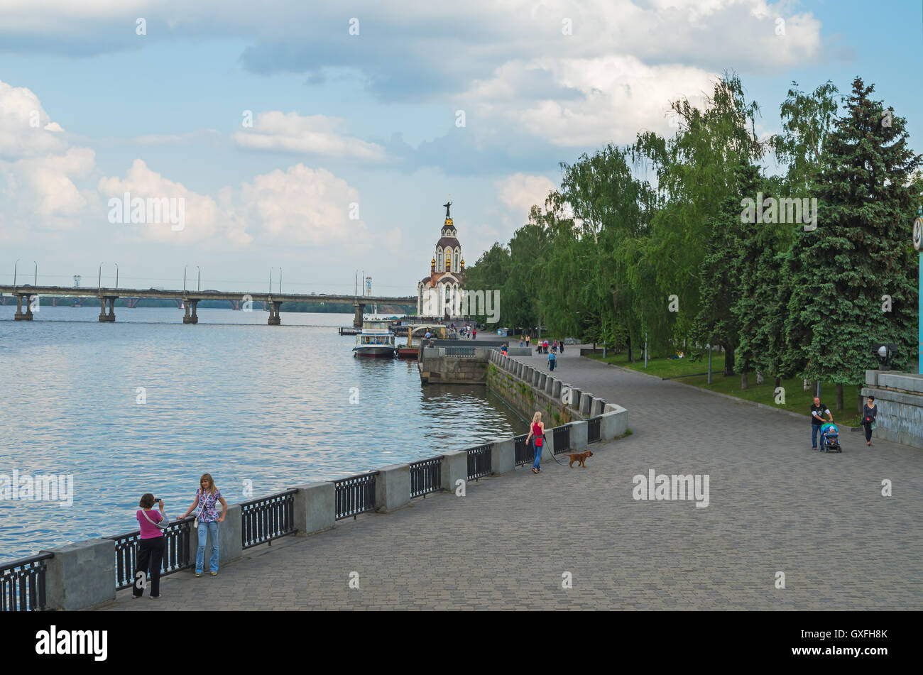 City embankment for walking on a cloudy day in early spring - Stock Image