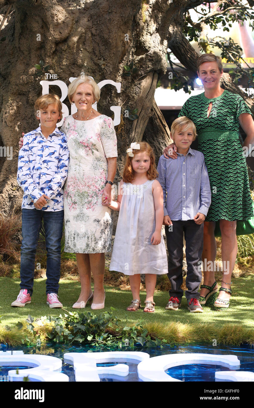 The Bfg Uk Premiere Arrivals Featuring Mary Berry Annabel Stock Photo Alamy