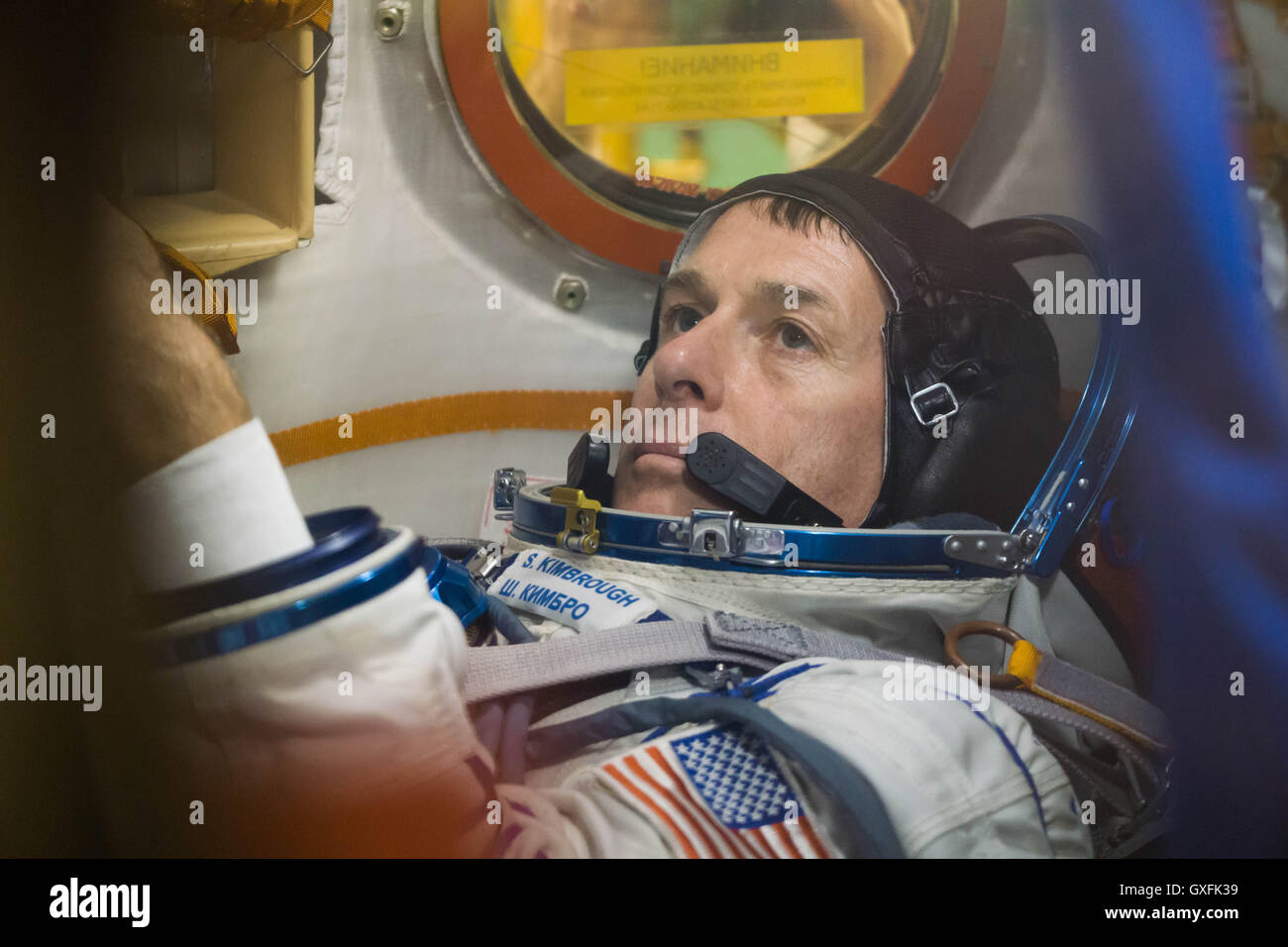 International Space Station Expedition 49 crew member NASA astronaut Shane Kimbrough conducts procedures inside - Stock Image