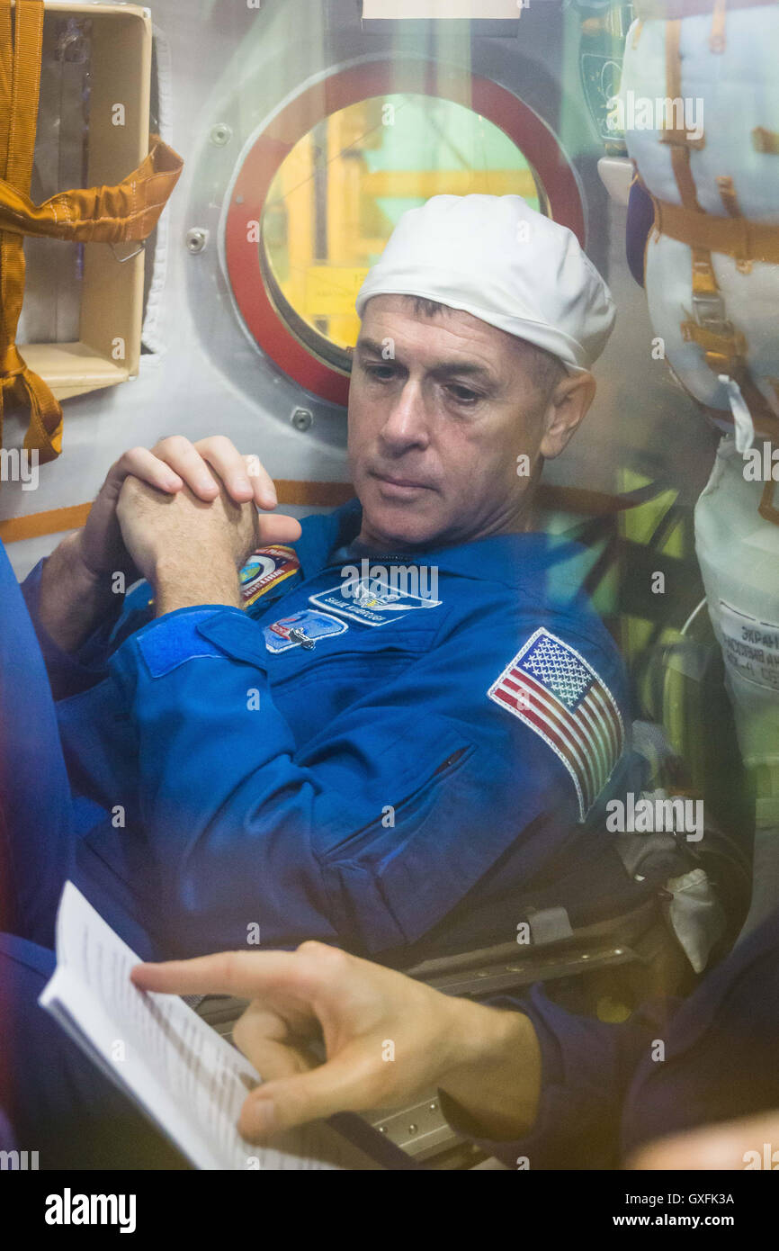International Space Station Expedition 49 prime crew member NASA astronaut Shane Kimbrough reviews procedures inside - Stock Image