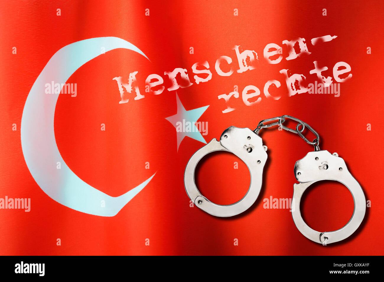Fahne der Türkei mit Schriftzug Menschenrechte und Handschellen Stock Photo
