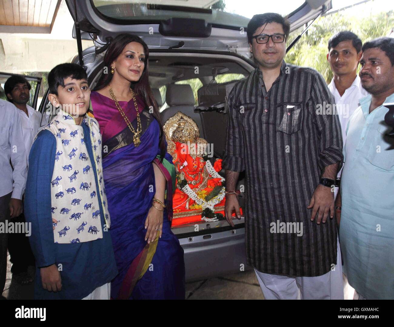 Bollywood actor Sonali Bendre Goldie Behl son participates procession immersion idol Hindu god Lord Ganesh Mumbai - Stock Image