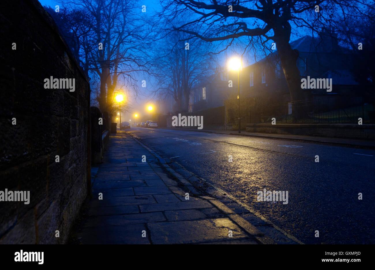 Back street in Morningside, Edinburgh on a foggy winter's evening - Stock Image