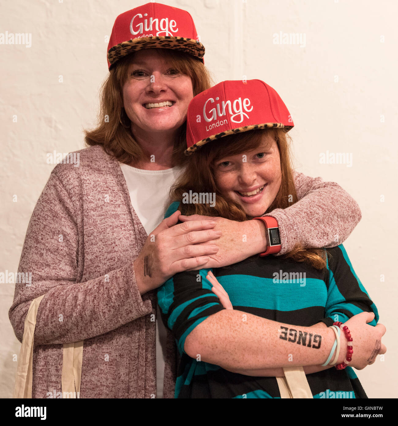 London, UK. 17th September, 2016.   A mother and daughter sport matching red-inspired caps.  Ginger, auburn and - Stock Image