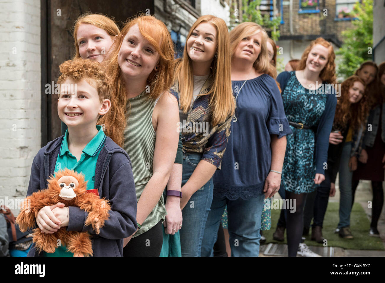 London, UK. 17th September, 2016.   A large group of ginger, auburn and redheaded people pose for a photograph in - Stock Image