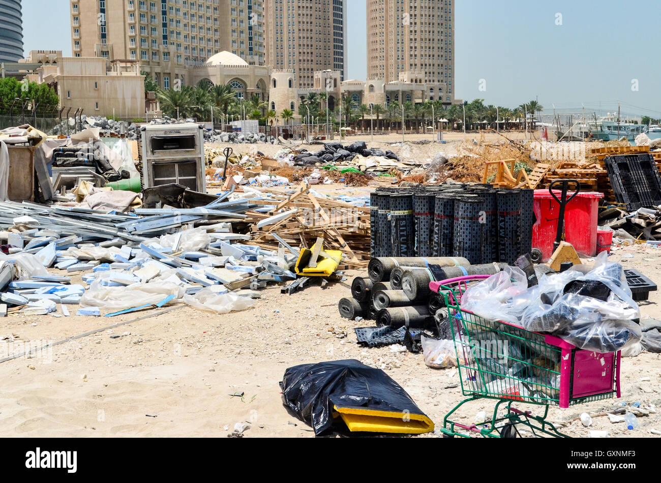 Trash on the beach in the West Bay financial district, Doha, Qatar - Stock Image