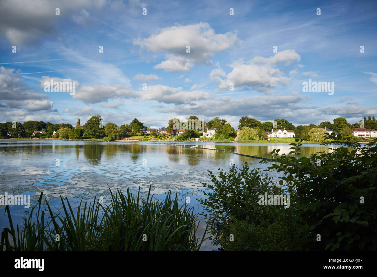 Knutsford Mere luxury houses   Quality deluxe luxury posh well hi-class rich cut above money wealth landmark Mereside - Stock Image