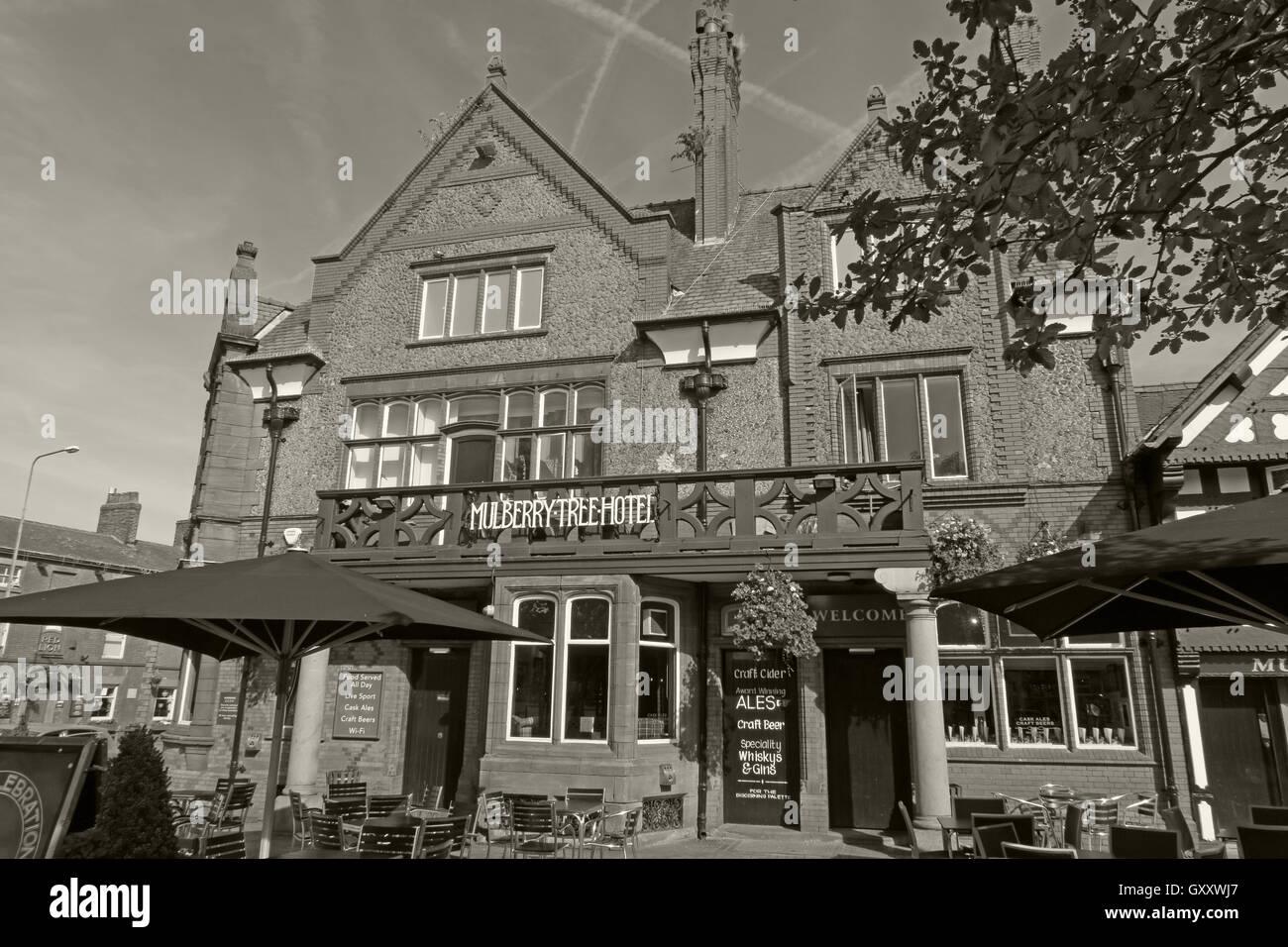 Mulberry Tree Pub,Stockton Heath,South Warrington,Cheshire,England,UK B/W Stock Photo