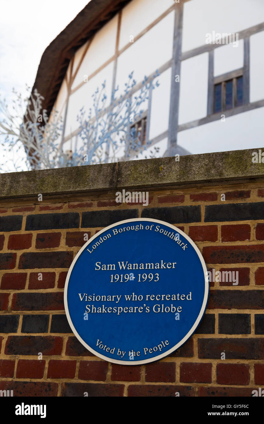 Blue plaque, 'Sam Wanamaker 1919-93, Visionary who recreated Shakespeare's Globe Theatre', London, UK - Stock Image
