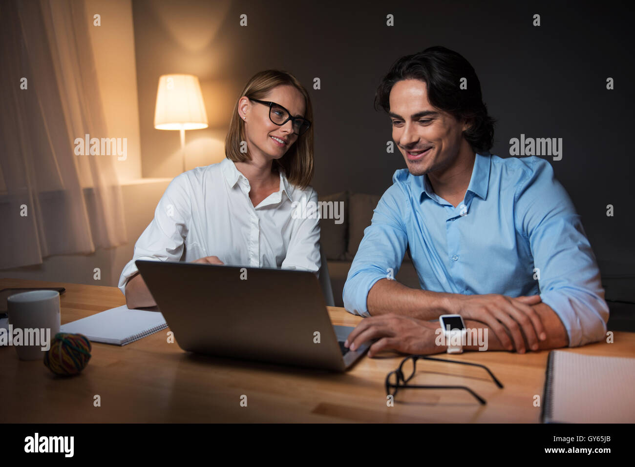 Colleagues working in an office - Stock Image