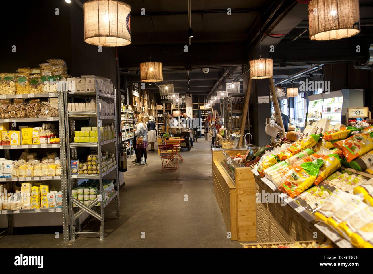 Mercato Metropolitano Italian Farmers Market Shop  on Newington Causeway in SE1 - London UK - Stock Image