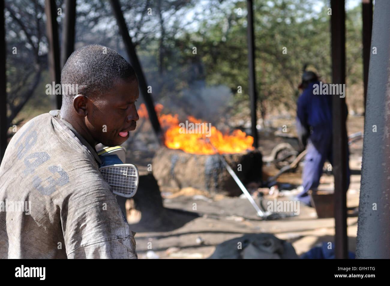 AKTC's plastic recycling project in Mopti (Mali) -  22/11/2011  -  Mali  -  Recycling project of plastics bags created by the Aga Khan Trust Et Culture. Mopti (Mali-2011)    -  Nicolas Remene / Le Pictorium Stock Photo