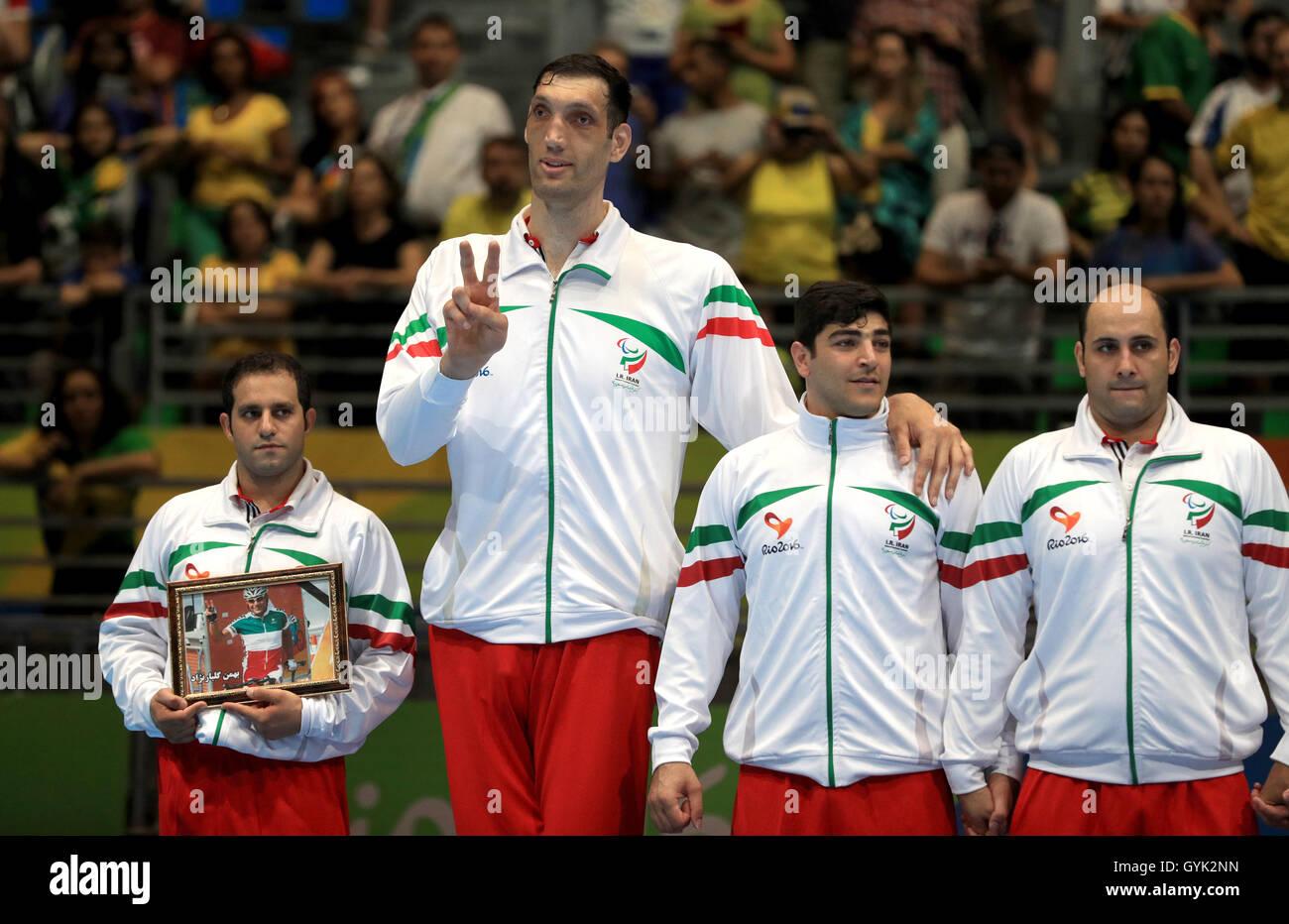 ¿Cuánto mide Sultan Kösen? - Altura - Real height Irans-morteza-mehrzadselakjani-second-left-celebrates-winning-the-GYK2NN