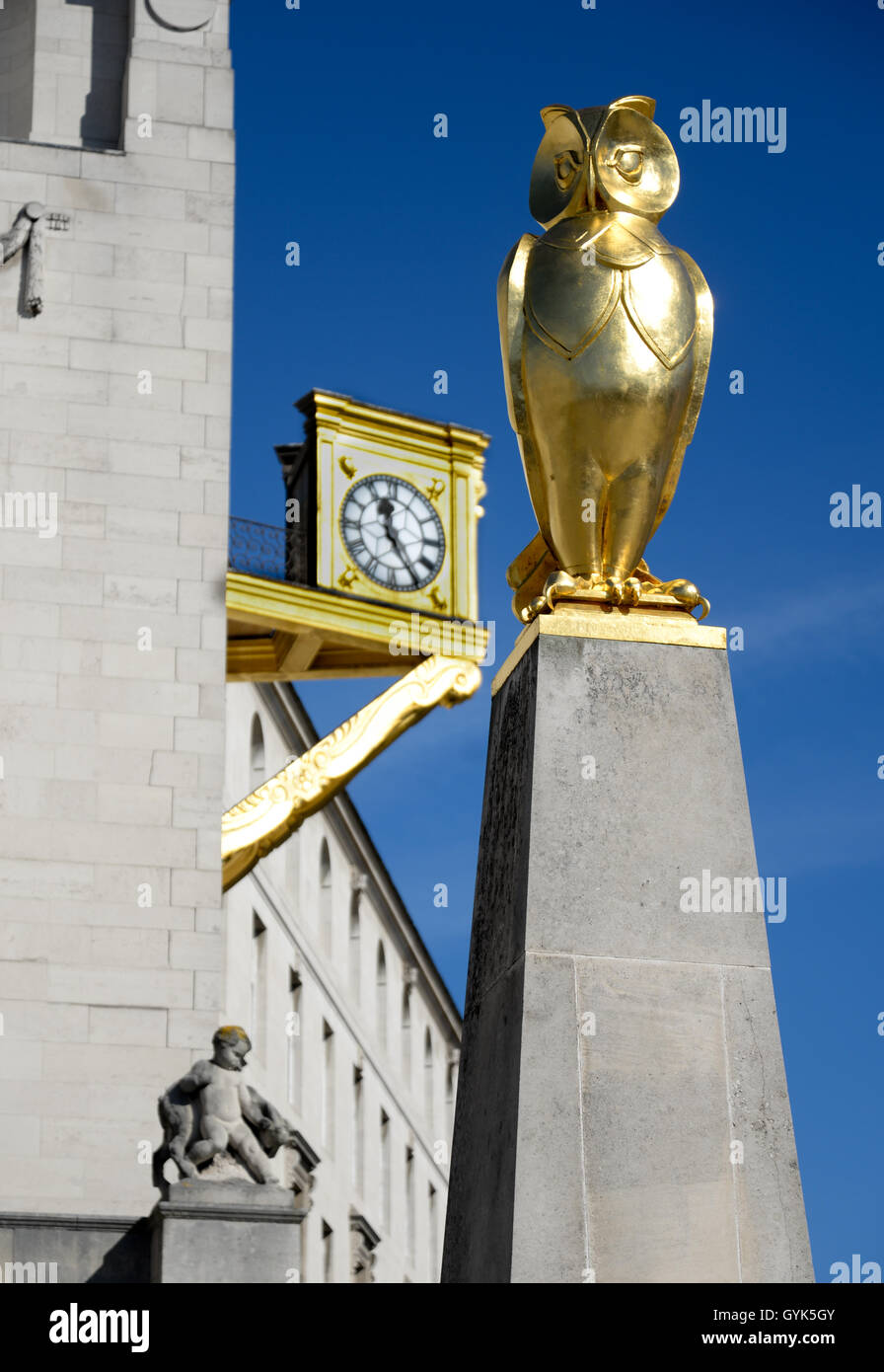 Golden owl sculpure by John Thorp and gold clock on the Civic Hall building in the Millennium Square, Leeds - Stock Image