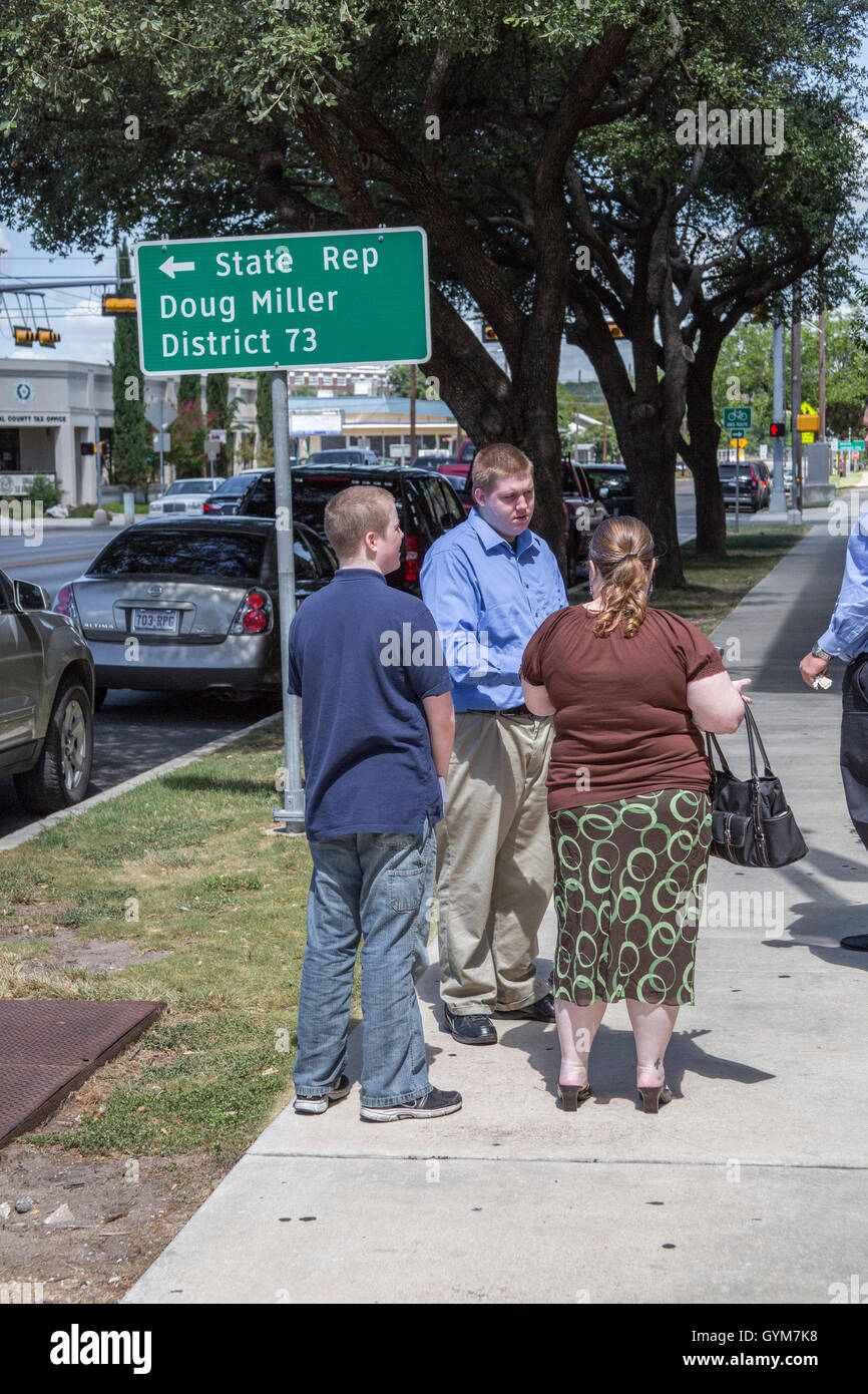 Justin Carter, his brother and his mother, Jennifer stand out the Wylie Courthouse - Stock Image