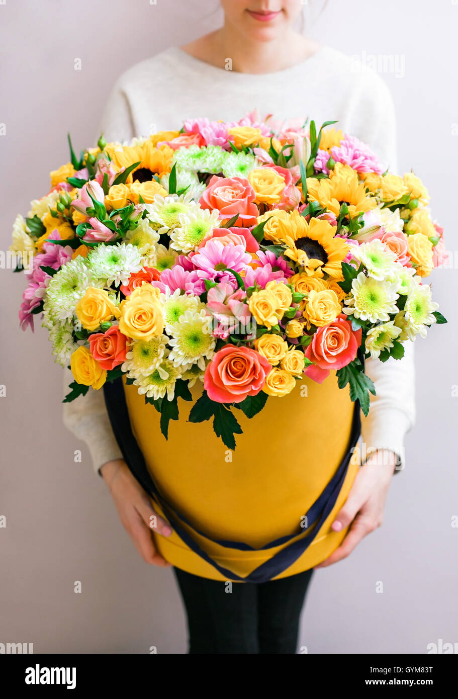 Luxury bouquets of mixed flowers in the hat box. roses in the hands ...