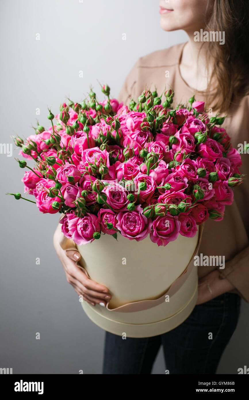 Luxury bouquets of flowers in the hat box. roses in the hands women ...