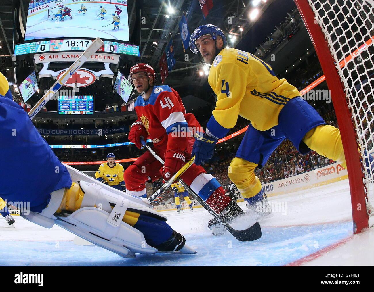 TORONTO, CANADA – SEPTEMBER 18, 2016: Russia's Nikolai Kulyomin (L) and Sweden's Simon Hjalmarsson in action - Stock Image