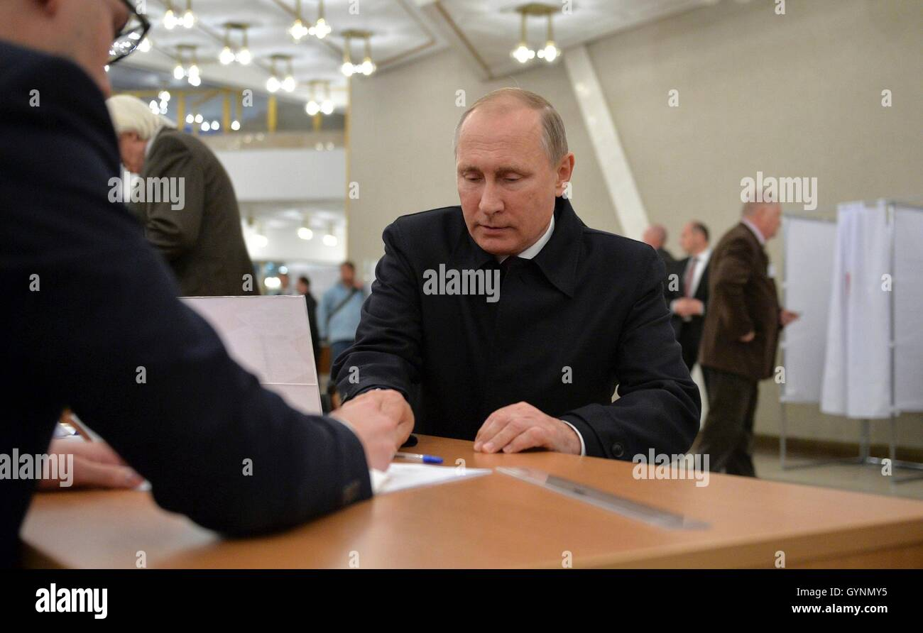 Moscow, Russia. 18th September, 2016. Russian President Vladimir Putin Russian prepares to votes at a polling station - Stock Image