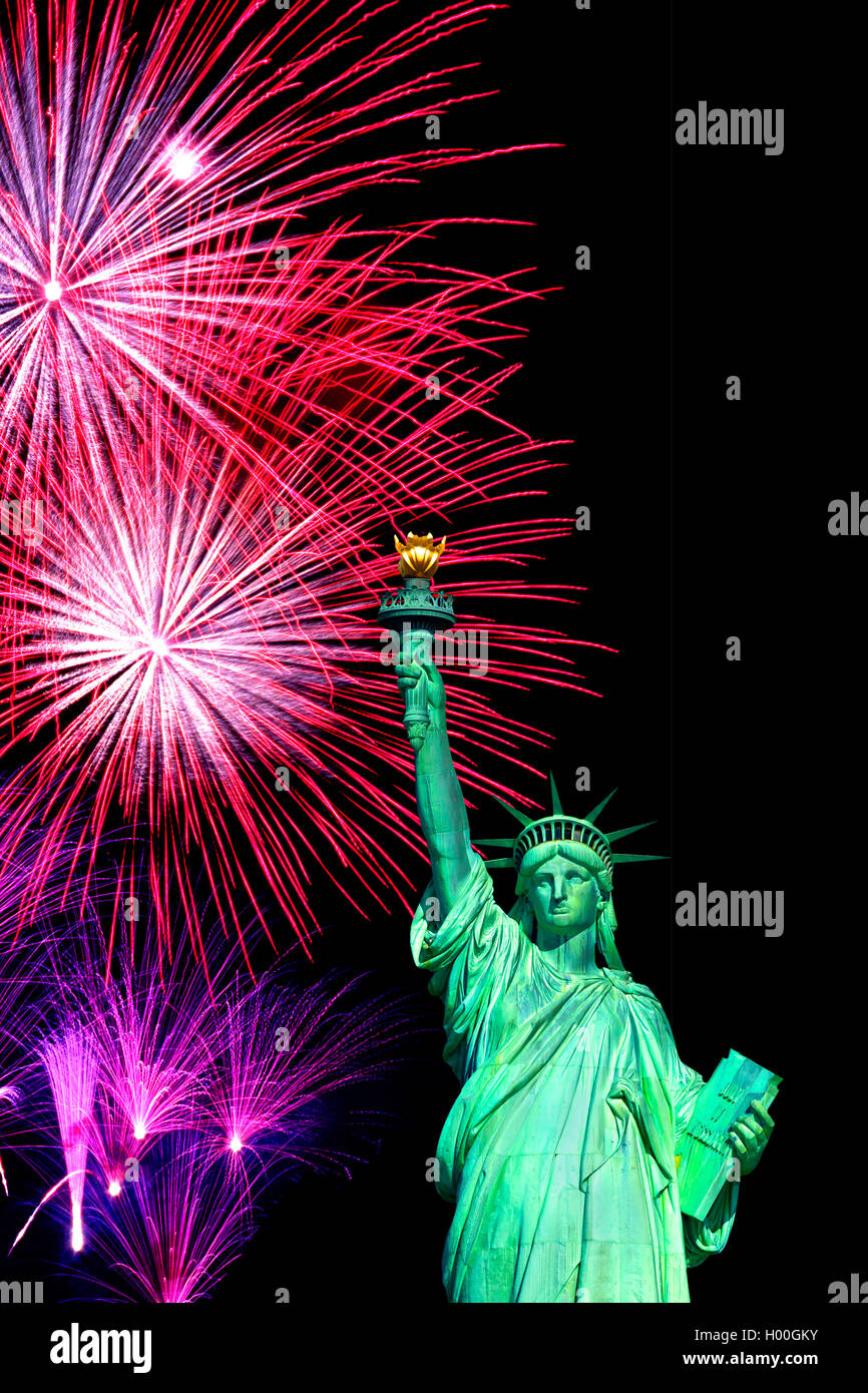 Freiheitsstatue bei Feuerwerk in Manhattan, USA, New York City | Statue of Liberty at fireworks in Manhatten, USA, Stock Photo