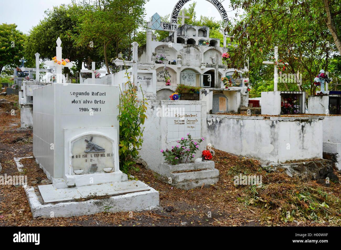 Graeber auf einem landestypischen Friedhof, Ecuador, Galapagos-Inseln, Santa Cruz | graves on a country-specific - Stock Image