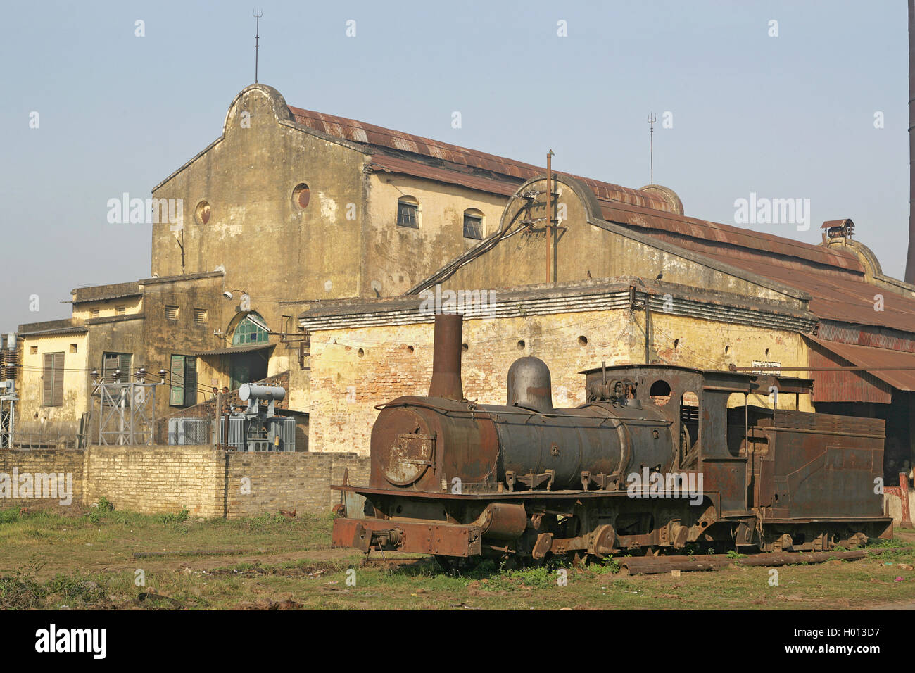 Rameshwara Jute Mill with its F Class lying abandoned in the factory yard, March 2007. - Stock Image