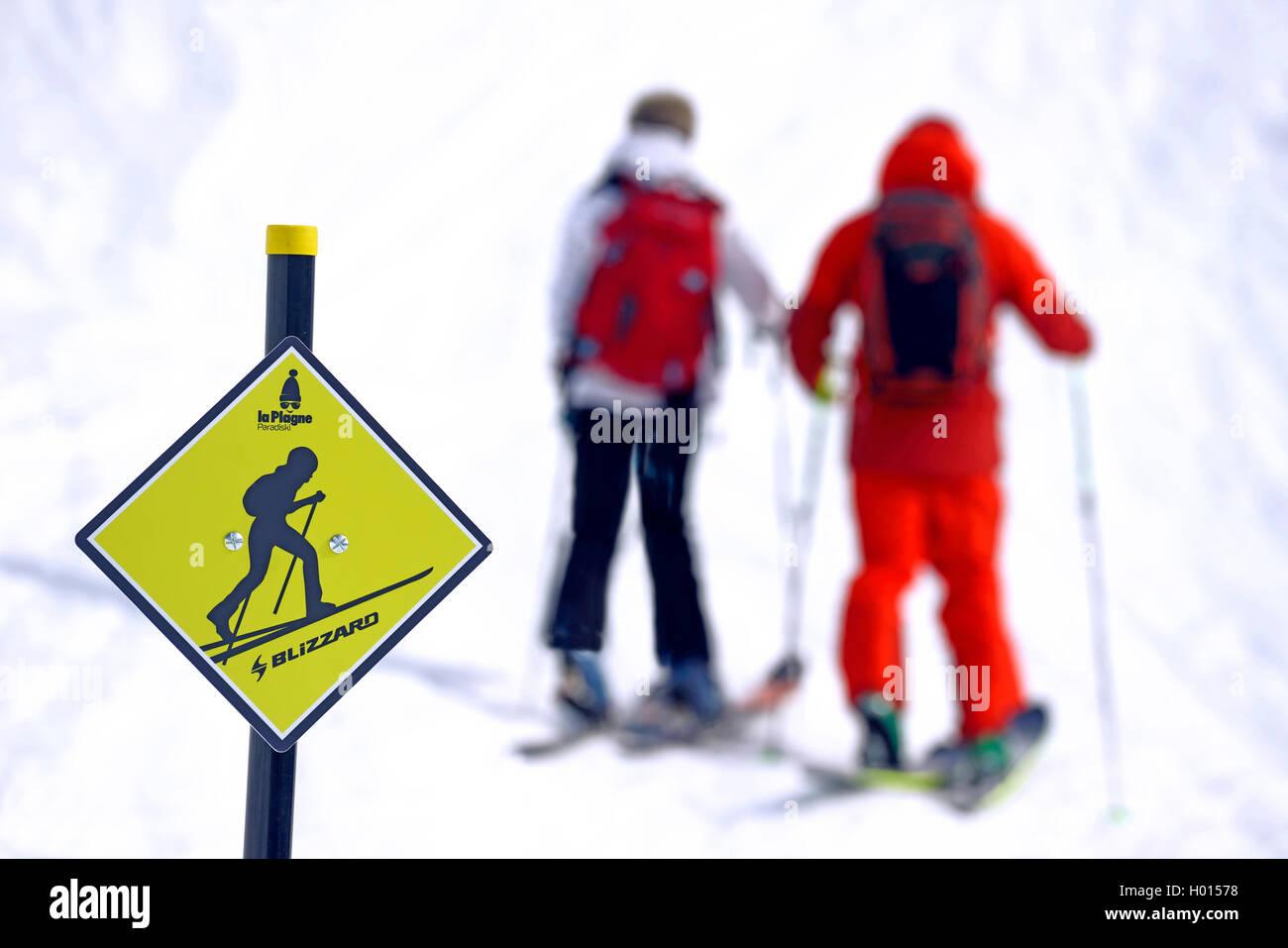 Beschilderung fuer Skiwanderer, Frankreich, Savoie, La Plagne | signpost for backcountry skiing, France, Savoie, - Stock Image