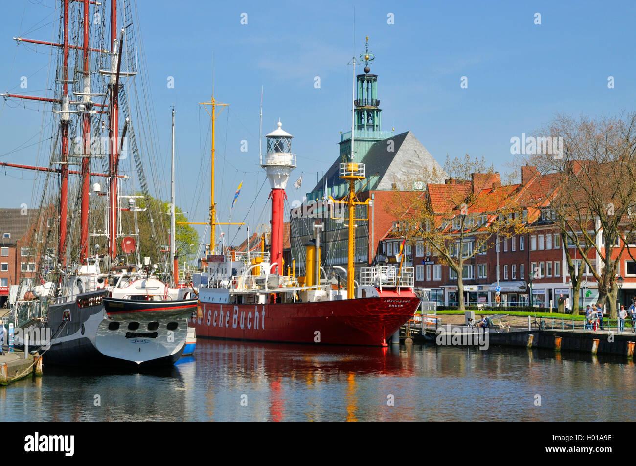 Traditionsschiff und Museumsschiff Deutsche Bucht im Ratsdelft vor dem Emder Rathaus, Niedersachen, Ostfriesland, - Stock Image