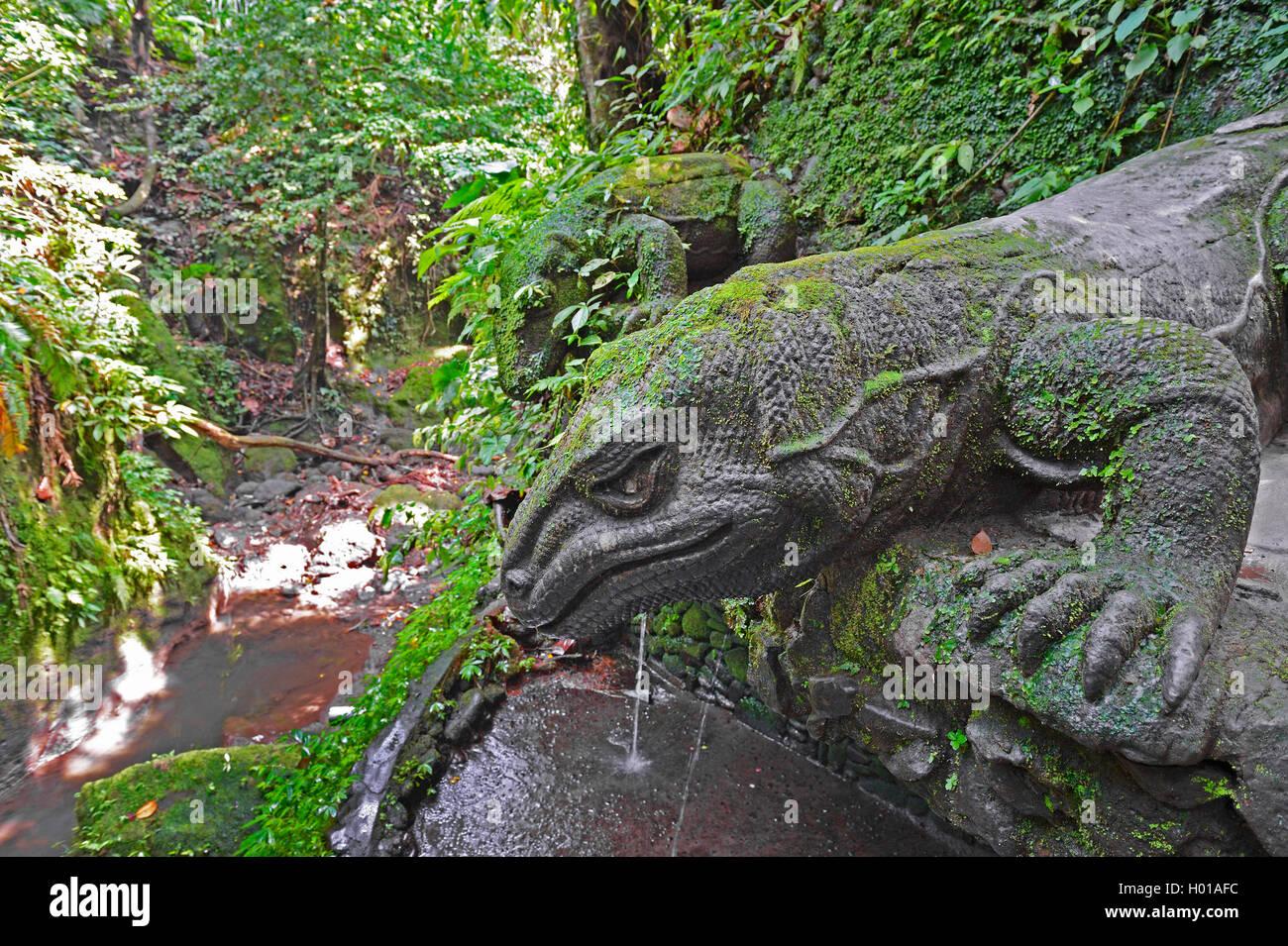 Komodo-Waran, Komodo Waran, Komodowaran (Varanus komodoensis), steinerne Komodowarane im Holy Spring Temple, Affenwald, Stock Photo